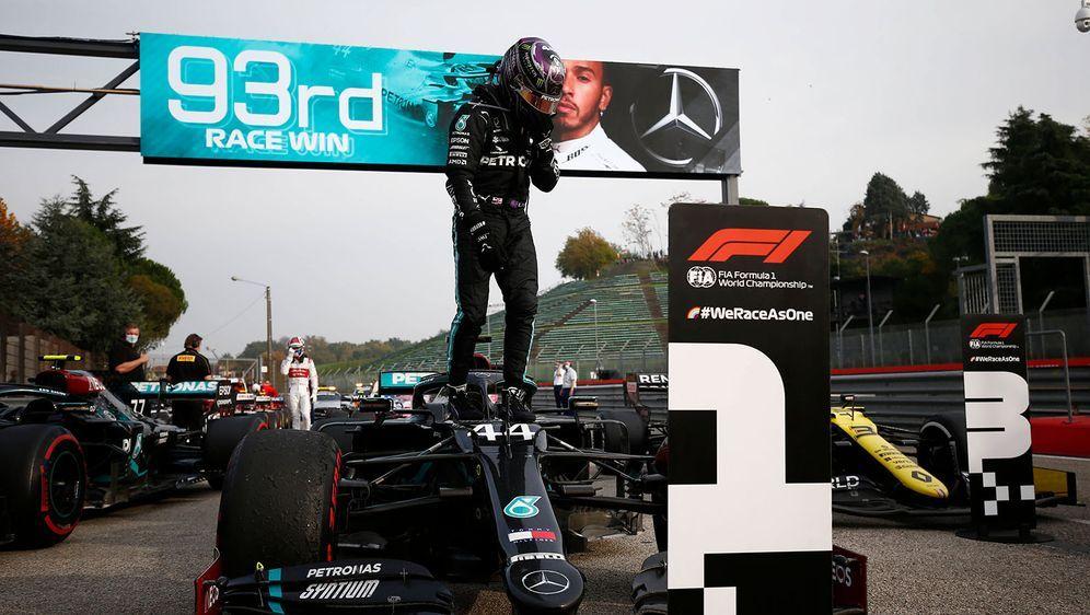 Lewis Hamilton triumphierte 2020 in Imola. - Bildquelle: imago images/Motorsport Images
