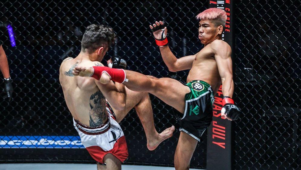 Fliegengewichts-Titelträger Petchdam (re.) will seinen Gürtel behalten - Bildquelle: ONE Championship