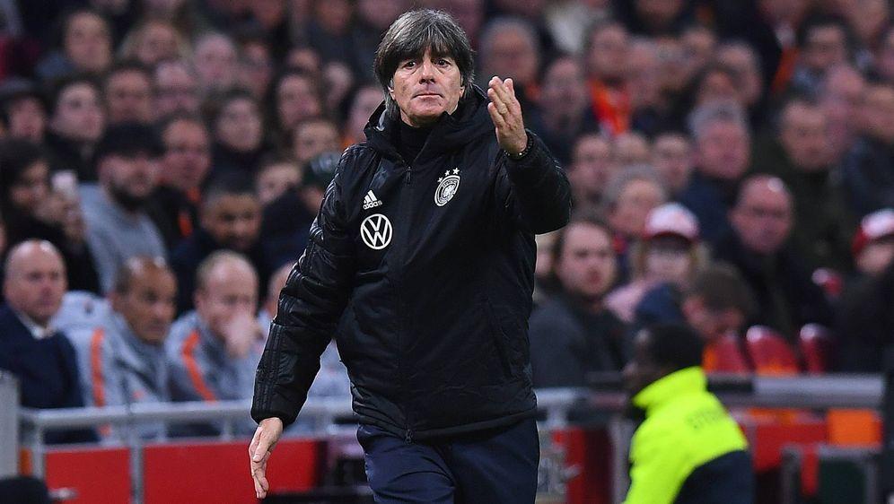 Joachim Löw ist mit Deutschland erfolgreich in die EM-Qualifikation gestarte... - Bildquelle: imago