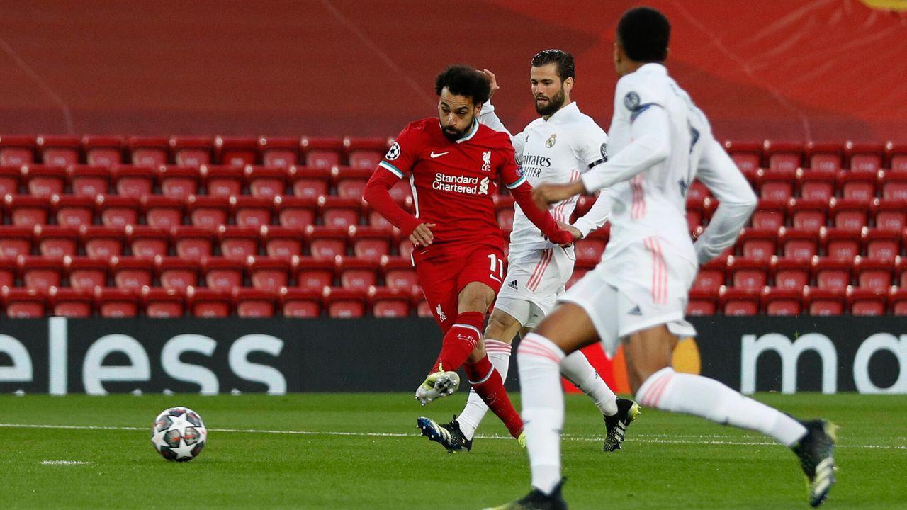 Liverpool stürmt aus der Kabine - Bildquelle: imago images/Sportimage