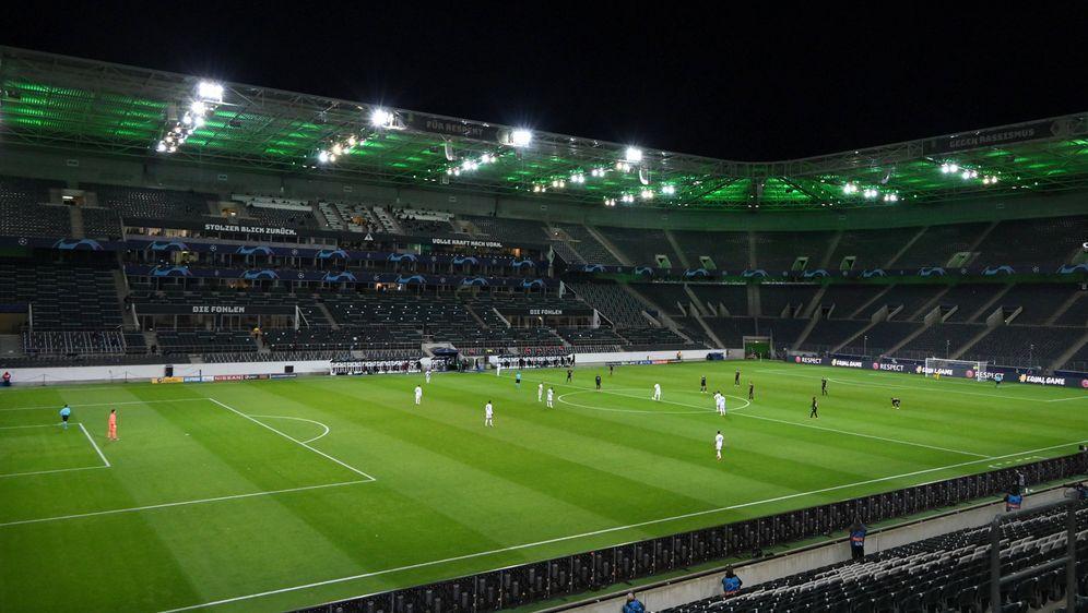 Auch in der Champions League gegen Real Madrid spielte Gladbach ohne Fans. - Bildquelle: imago images/Team 2