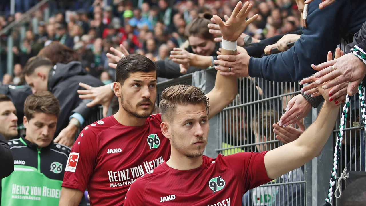 Platz 14: Hannover 96 - Bildquelle: imago images / Joachim Sielski