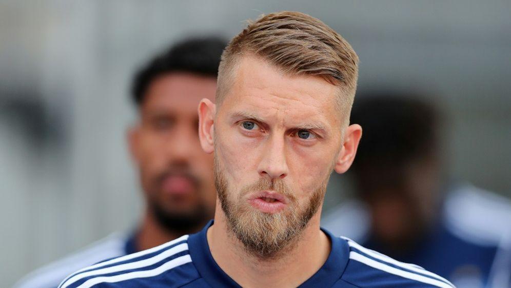Aaron Hunt wird dem HSV in Karlsruhe angeschlagen fehlen - Bildquelle: FIROFIROSID