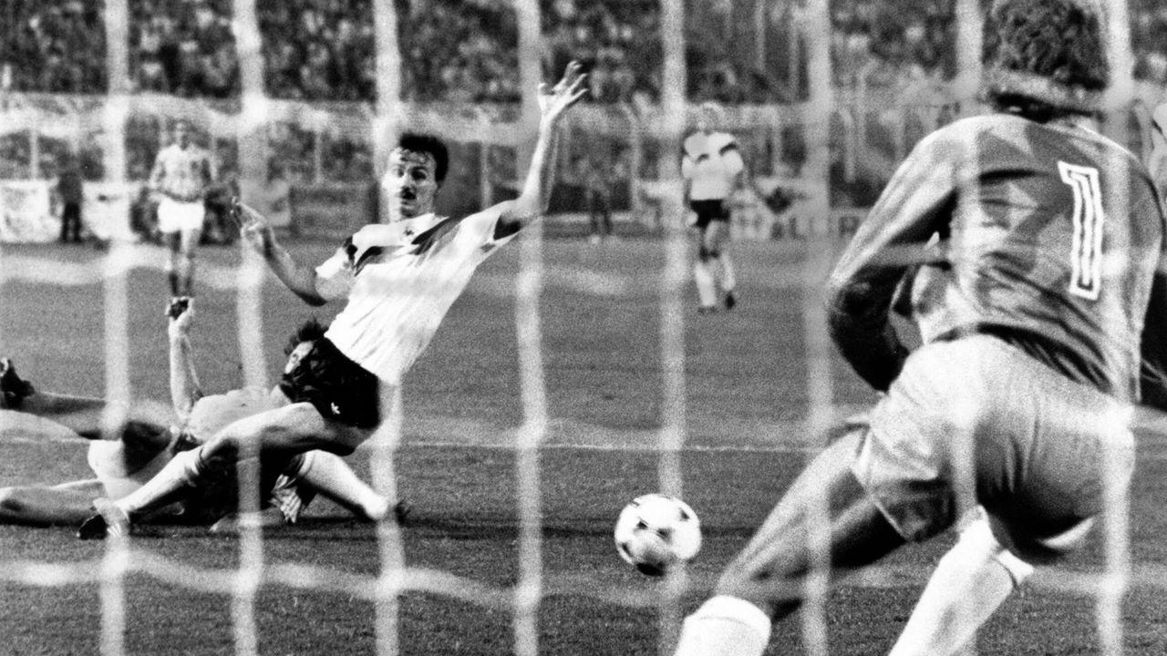 Deutschland – Niederlande 1:2 (EM 1988, Halbfinale) - Bildquelle: imago/Horstm¸ller