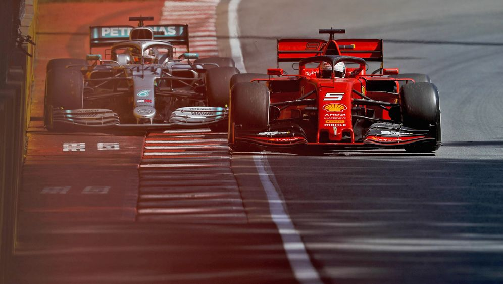 Die Szene des Rennens: Nach einem Fahrfehler drängt Sebastian Vettel (vorne)... - Bildquelle: Imago