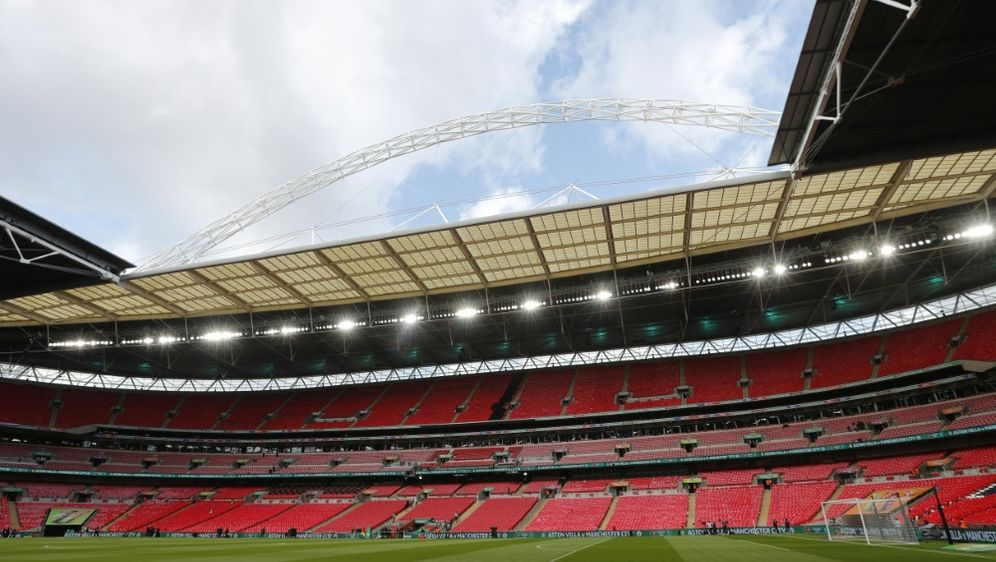 Wembley Tricolori: Stadion leuchtet Grün, Weiß und Rot - Bildquelle: AFPSIDADRIAN DENNIS