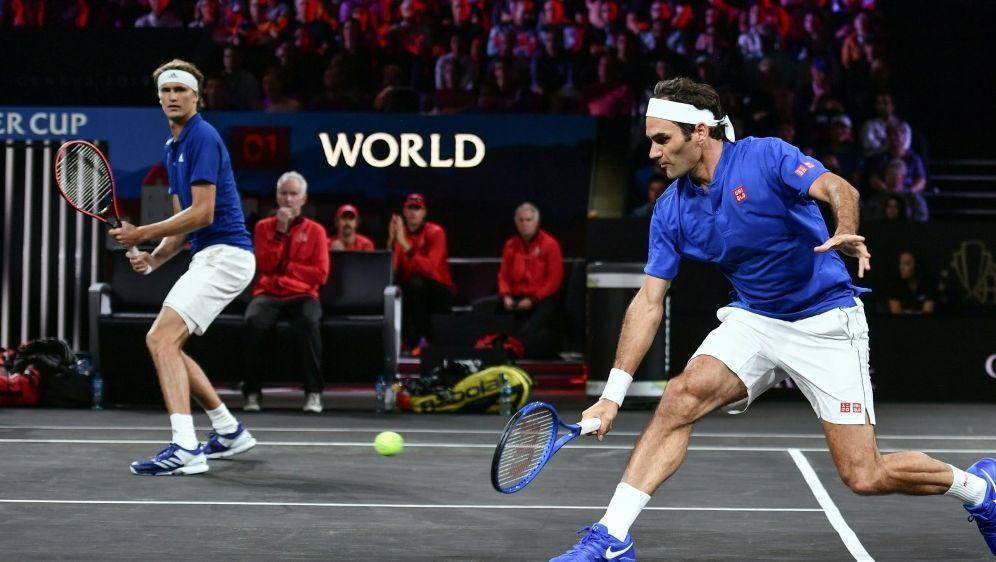 Alexander Zverev und Roger Federer gewinnen ihr Spiel - Bildquelle: AFPSIDFabrice COFFRINI