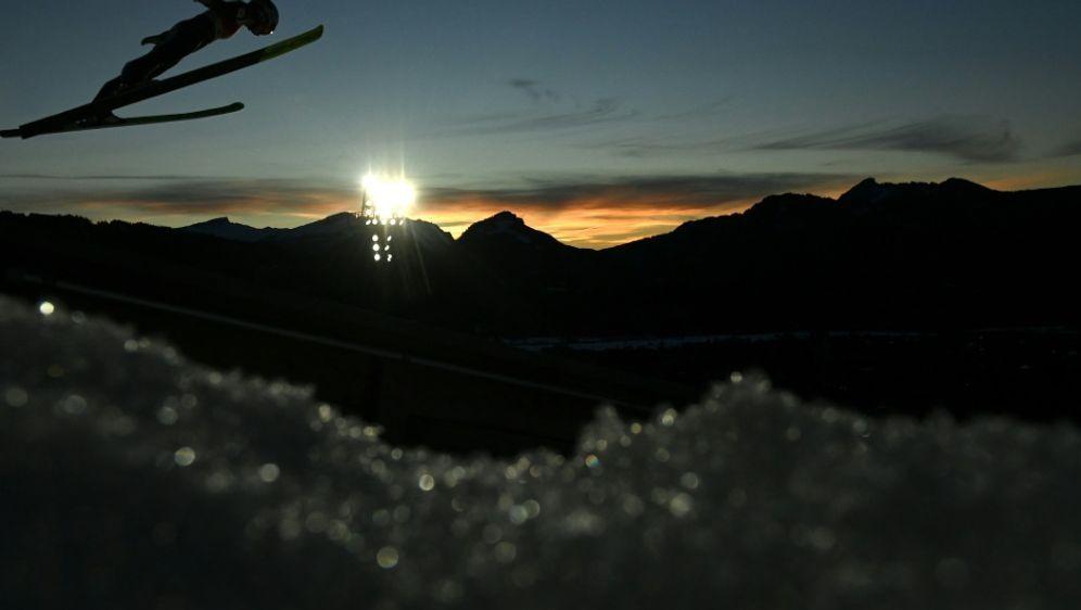 Finnland trauert um Skispringer Tuomo Ylipulli - Bildquelle: AFPSIDCHRISTOF STACHE