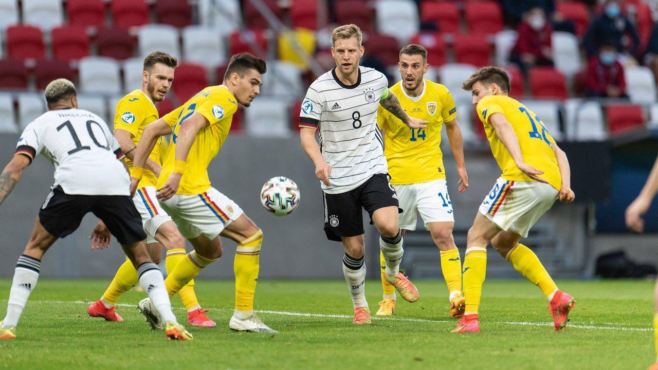 EM-Gruppenphase: K.o.-Runde wird gegen Rumänien eingetütet - Bildquelle: Imago Images