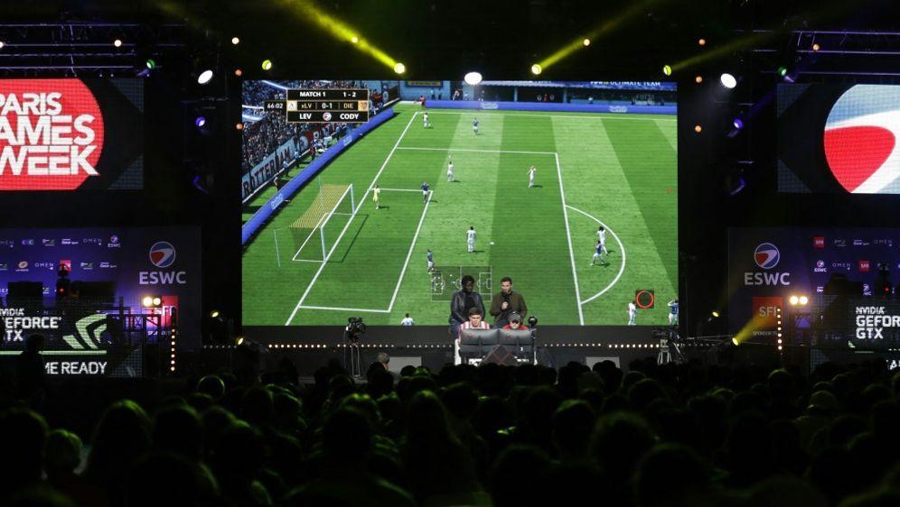 Die DFL möchte die Virtual Bundesliga weiter fördern - Bildquelle: AFPSIDTHOMAS SAMSON