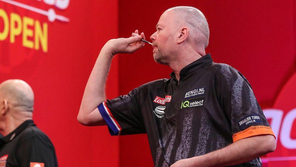 Raymond van Barneveld erlitt bei einem Darts-Turnier einen Zusammenbruch. - Bildquelle: imago images/Pro Sports Images