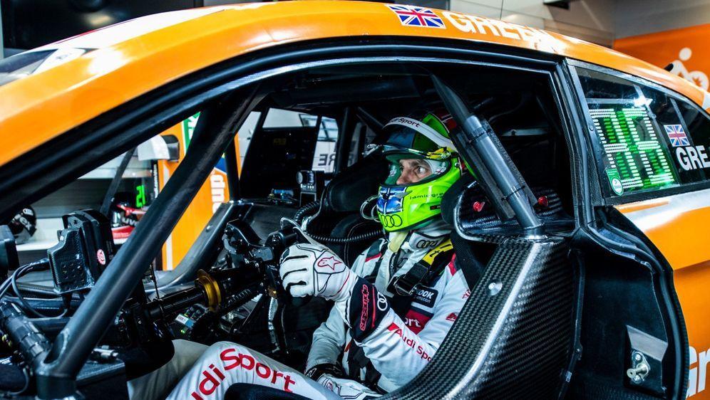Audi-Pilot Jamie Green ist rechtzeitig nach seiner Bliddarm-Operation wieder... - Bildquelle: Audi