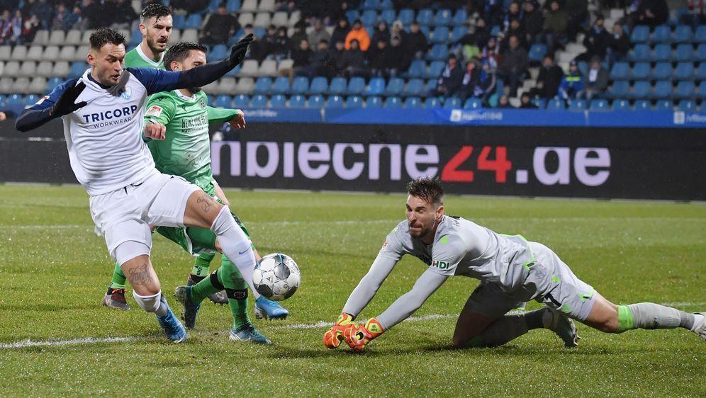 Der VfL Bochum schlägt Hannover 96 mit 2:1 - Bildquelle: Imago