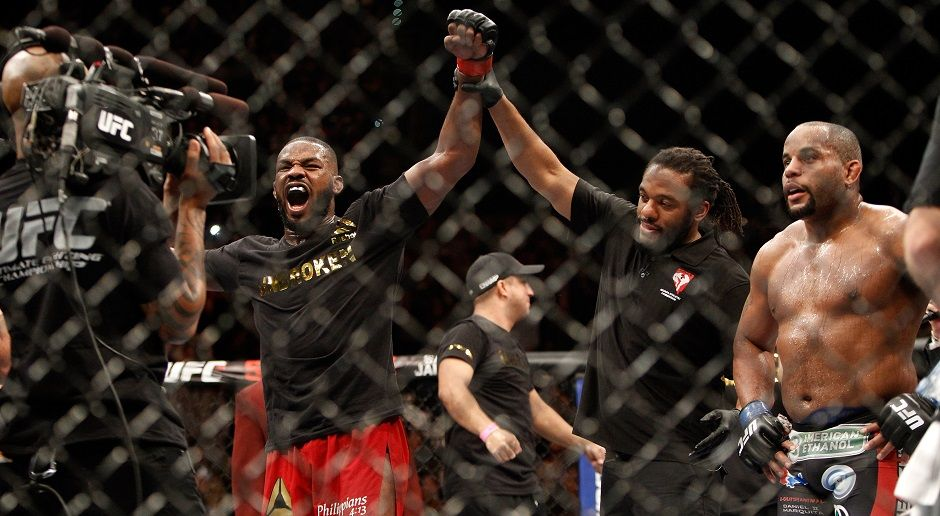 Jon Jones bezwingt Daniel Cormier - Bildquelle: Getty Images