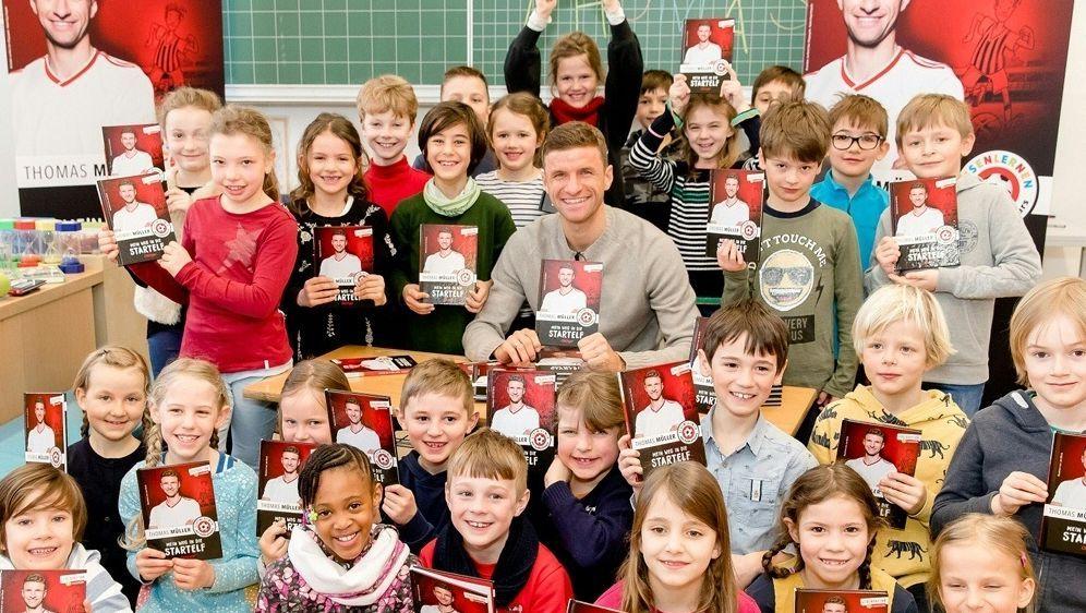 """Thomas Müller unterstützt die """"Stiftung Lesen"""" - Bildquelle: SIDNadine Rupp  Ruppografie"""