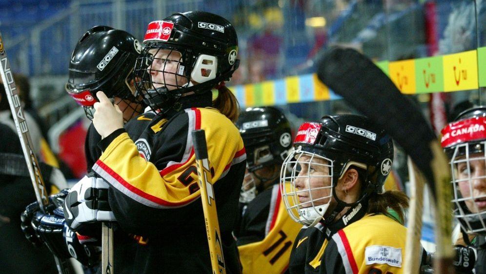Knappe Niederlage für die DEB-Frauen gegen die Schweiz - Bildquelle: FIROFIROSID