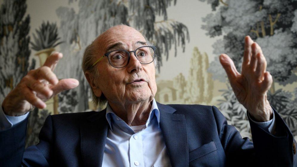 Joseph S. Blatter (Foto) will Gianni Infantino verklagen - Bildquelle: AFPSIDFabrice COFFRINI