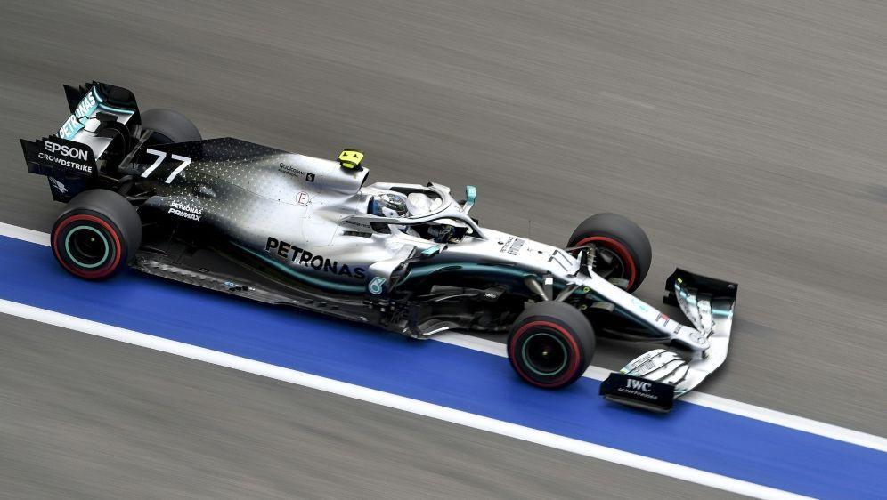 Mercedes dominiert den Auftakt in Japan - Bildquelle: AFPSIDDIMITAR DILKOFF