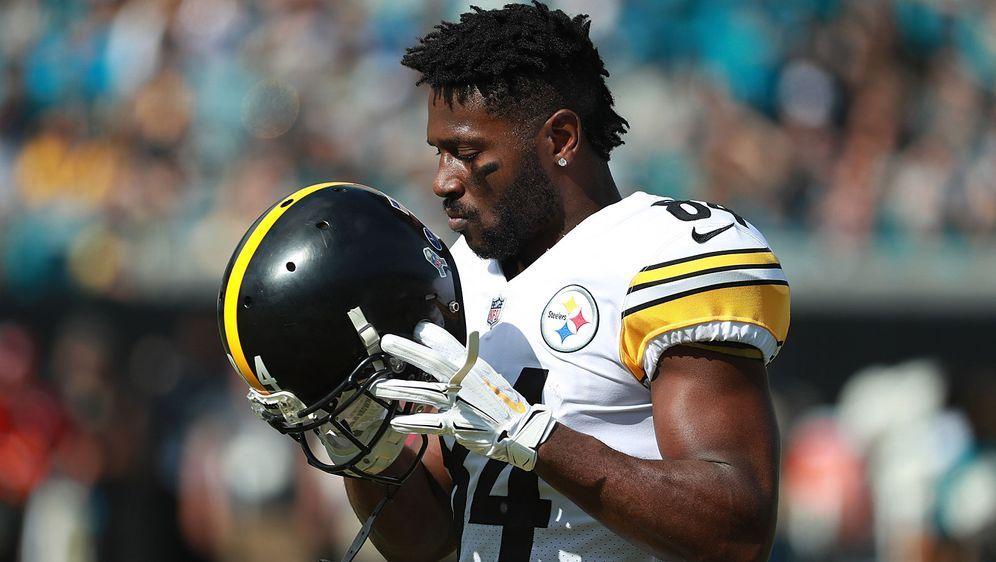 Ein NFL-Star und sein geliebter Helm: Antonio Brown will sich nicht von sein... - Bildquelle: Getty Images
