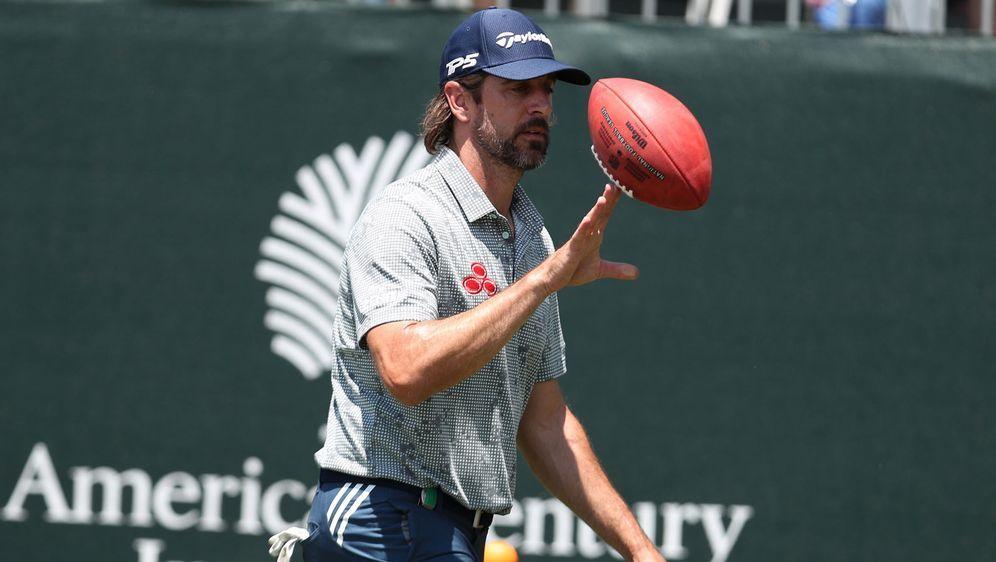 Weiter für die Green Bay Packers am Ball: Aaron Rodgers lässt sich offenbar ... - Bildquelle: Getty Images