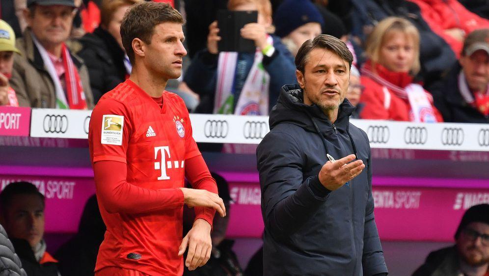 Niko Kovac (rechts) rudert mit seinen Aussagen zu Thomas Müller zurück. - Bildquelle: imago images/Sven Simon