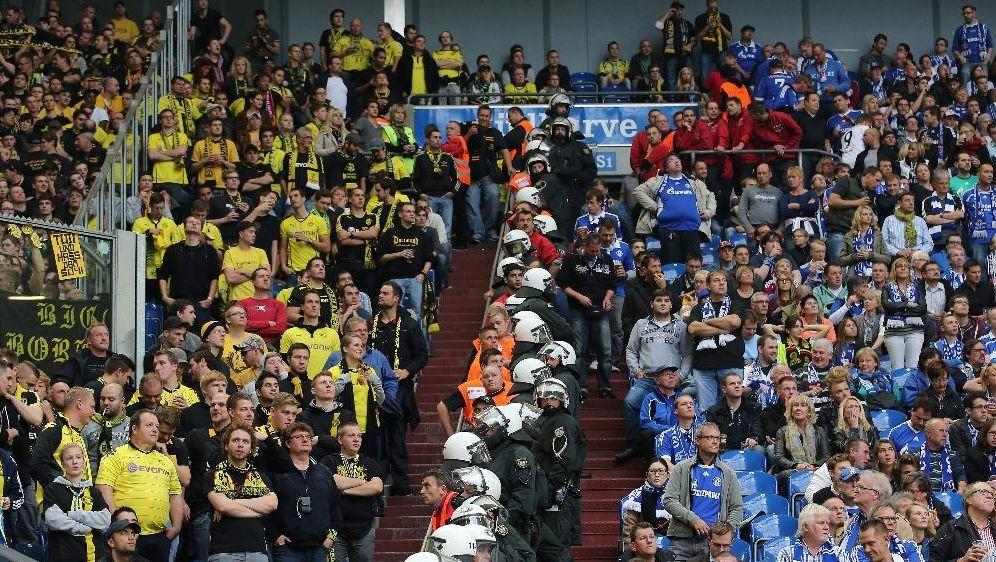 Achtung Rasierklingen Aufkleber Vor Bvb Stadion
