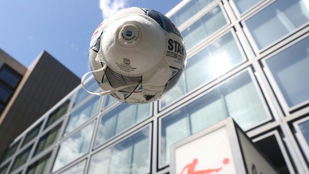 Alle 36 Profiklubs erhalten Lizenz für kommende Saison - Bildquelle: FIROFIROSID