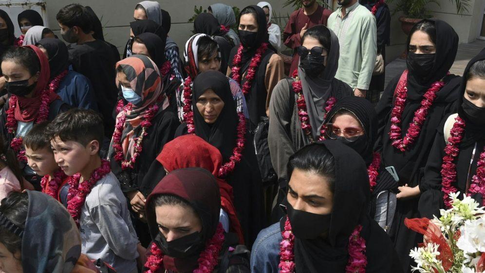 Afghanische Fußballerinnen konnten nach Pakistan fliehen - Bildquelle: AFPSIDARIF ALI