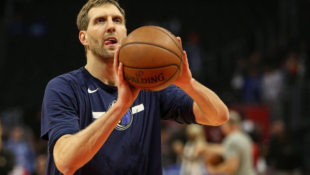 Dirk Nowitzki spielt seit 1999 ununterbrochen für die Dallas Mavericks und i... - Bildquelle: imago/ZUMA Press
