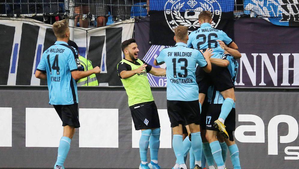 Aufsteiger Mannheim holt ersten Saisonsieg - Bildquelle: imago