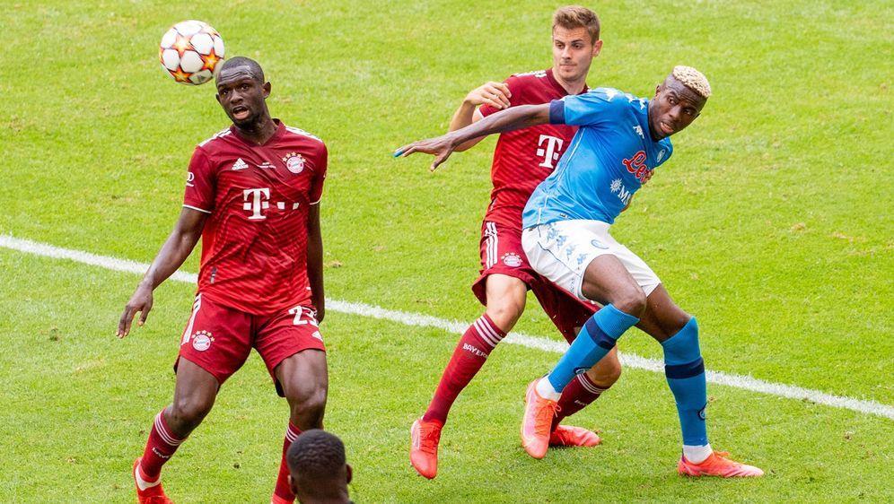 Die Münchner gehen im Testspiel gegen Neapel unter. - Bildquelle: imago images/kolbert-press