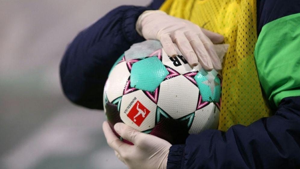 Bei den Samstagsspielen gab es laut DFB nur eine Fehlentscheidung - Bildquelle: AFPPOOLSIDRONNY HARTMANN