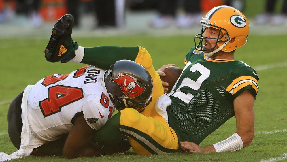 Die Defense der Tampa Bay Buccaneers ist gegen Aaron Rodgers gefordert. - Bildquelle: GettyImages