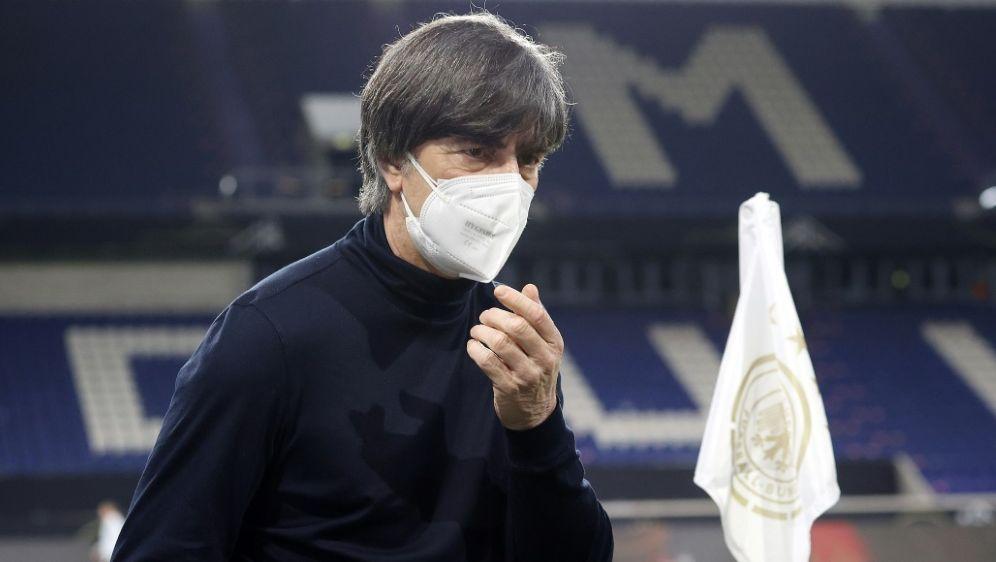 Joachim Löw testet mit dem DFB-Team in Insbruck - Bildquelle: FIROFIROSID
