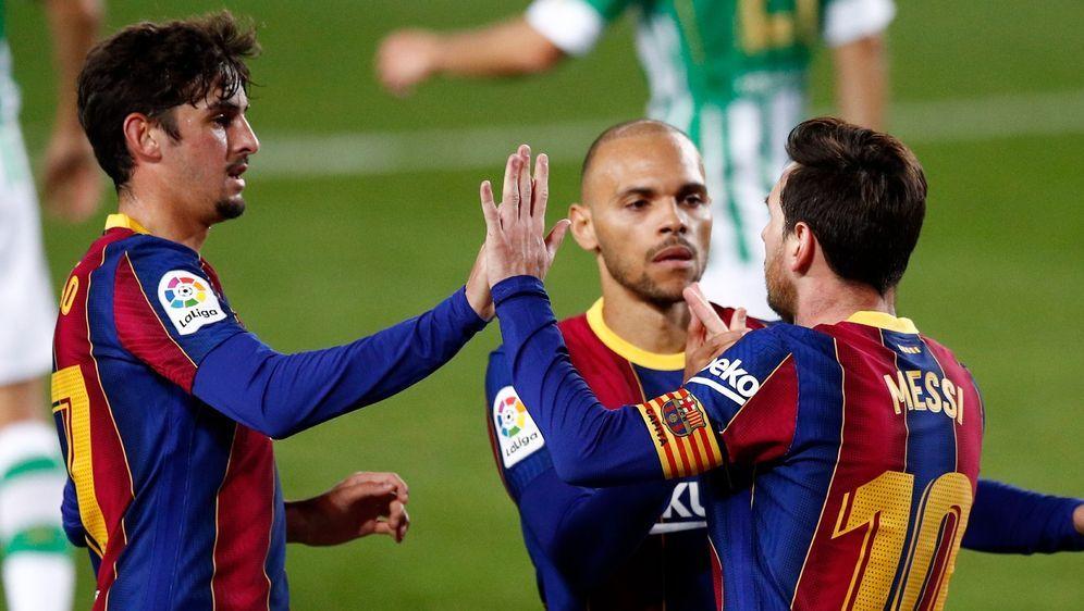 Martin Braithwaite (m.) ist nach dem Vertragsende von Lionel Messi der wohlh... - Bildquelle: Getty