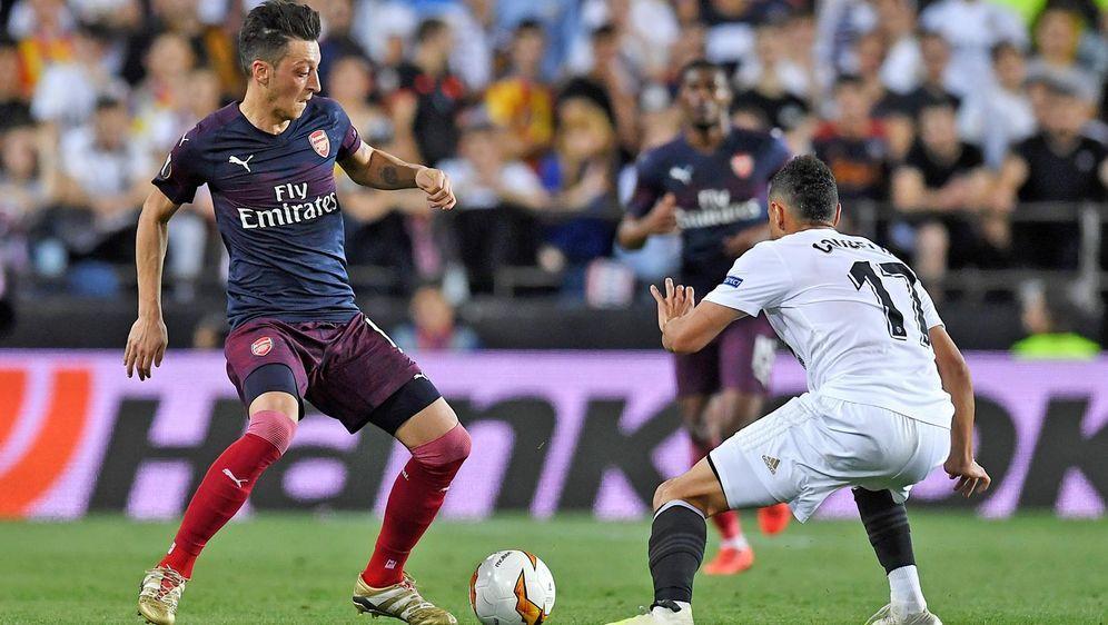 Mesut Özil kann beim Europa-League-Finale wegen des Ticket-Kontingents nicht... - Bildquelle: Getty