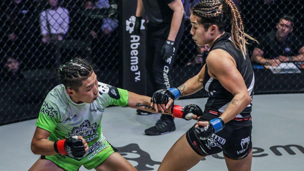 Angela Lee (re.) will ihre Revanche gegen Xiong (li.) - Bildquelle: ONE Championship