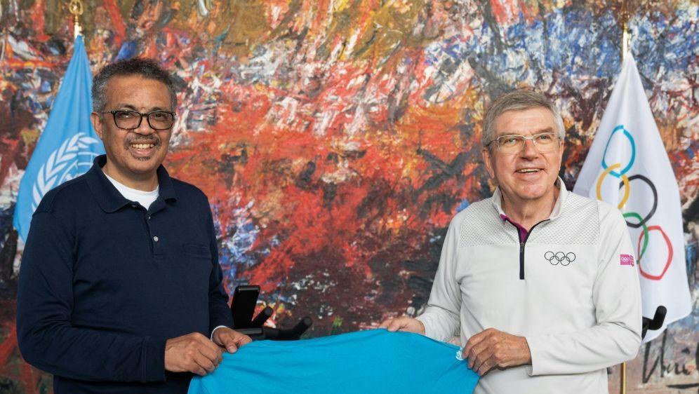 WHO-Chef Tedros (l.) und IOC-Präsident Bach - Bildquelle: World Health OrganizationWorld Health OrganizationSIDCHRISTOPHER BLACK