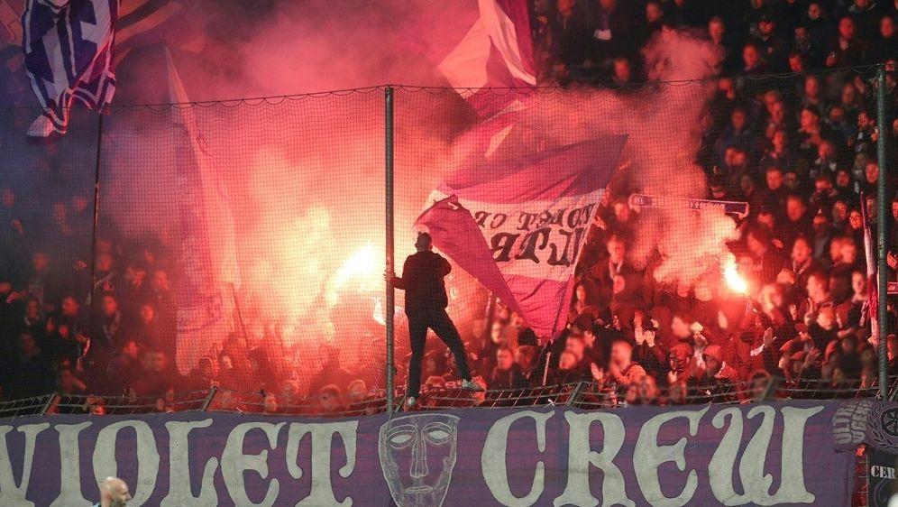 Osnabrück-Fans brannten gegen Nürnberg Pyrotechnik ab - Bildquelle: FIROFIROSID
