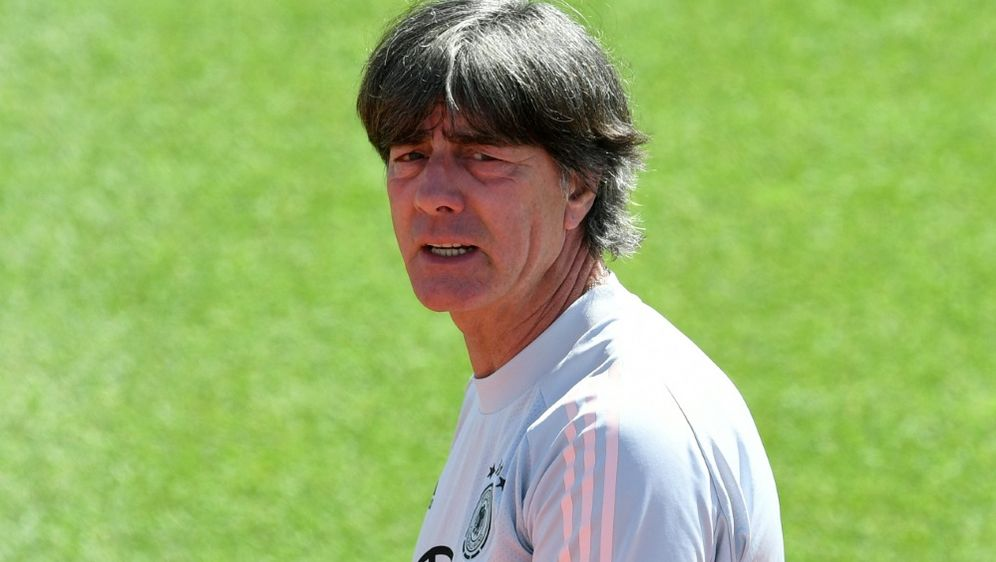 Regenbogen-Beleuchtung: Löw bedauert UEFA-Enscheidung - Bildquelle: AFPSIDCHRISTOF STACHE