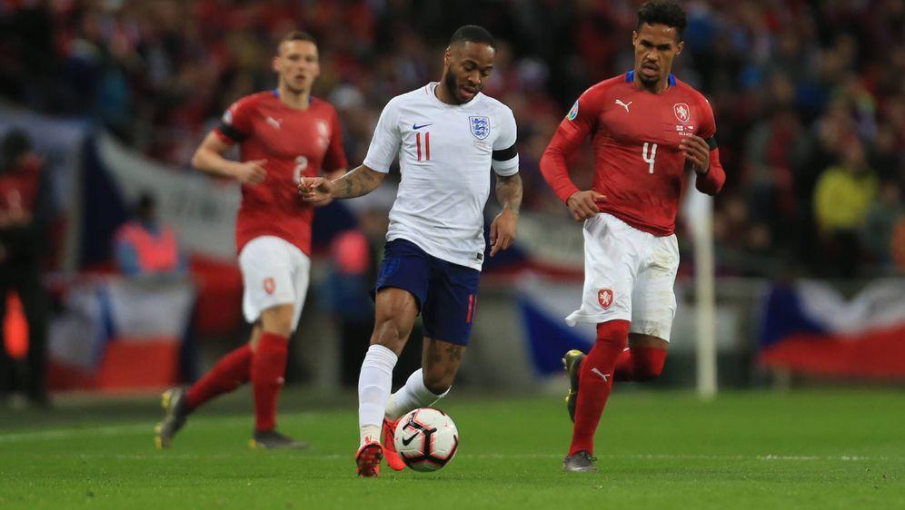 Bereits in der Quali gegeneinander: Tschechien und England - Bildquelle: Imago
