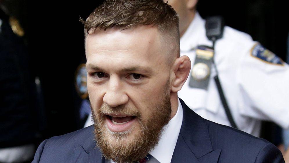 Conor McGregor macht auch mit seiner Whiskey-Marke Geld - Bildquelle: imago