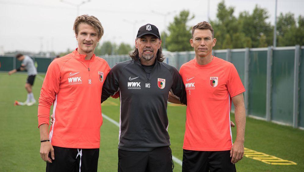 Trainer Schmidt und seine Defensiv-Zugänge Jedvaj (links) und Lichtsteiner (... - Bildquelle: FIROFIROSID