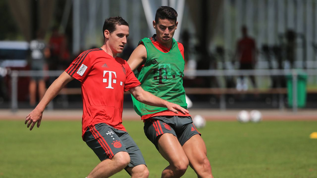 Sebastian Rudy vs James Rodriguez - Bildquelle: imago sportfotodienst