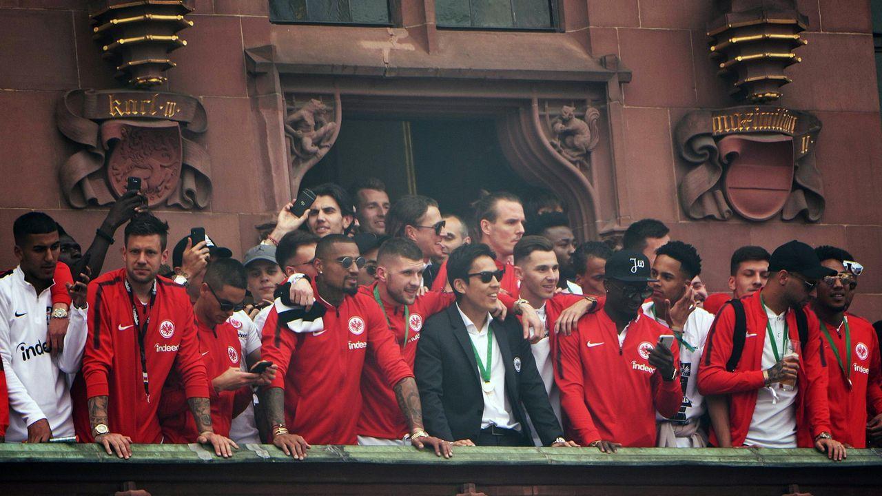 Empfang der Eintracht-Pokalhelden am Frankfurter Römer - Bildquelle: imago/Hartenfelser