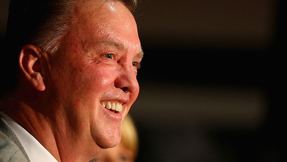Hat gut lachen:Louis van Gaal darf bei Manchester United weiter einkaufen. - Bildquelle: Getty