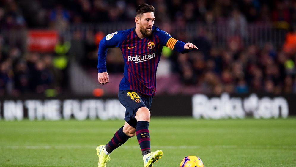 Lionel Messi trifft gegen Valencia doppelt - Bildquelle: Getty