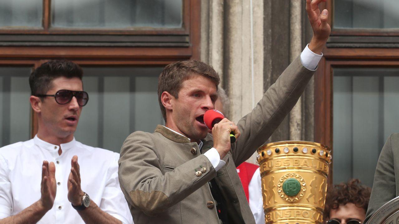 Double und Aufstieg der Amateure: Die Bayern feiern - Bildquelle: 2019 Getty Images