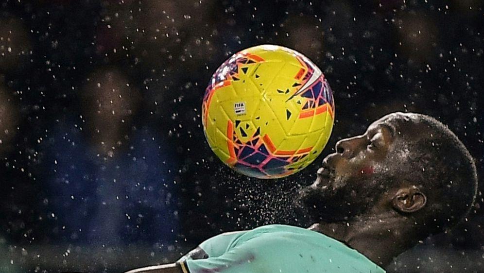 Romelu Lukaku fordert UEFA zum Handeln auf - Bildquelle: AFPAFPMarco Bertorello