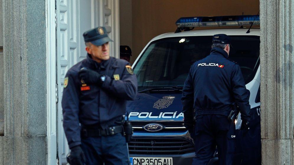 Festnahmen nach Einbrüchen bei Fußballstars - Bildquelle: AFPSIDOSCAR DEL POZO